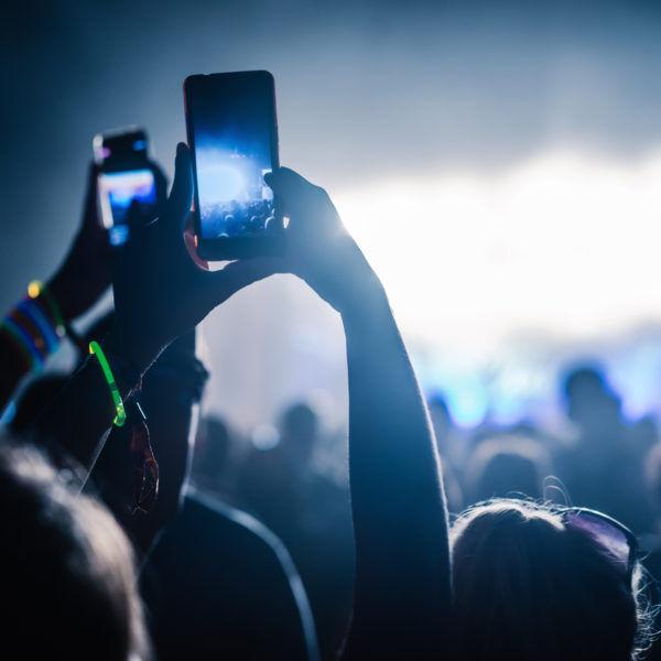 Cómo ahorrar dinero en festivales de música en verano