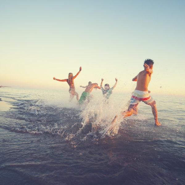 Sigue nuestros consejos y trucos para evitar robos en la playa este verano