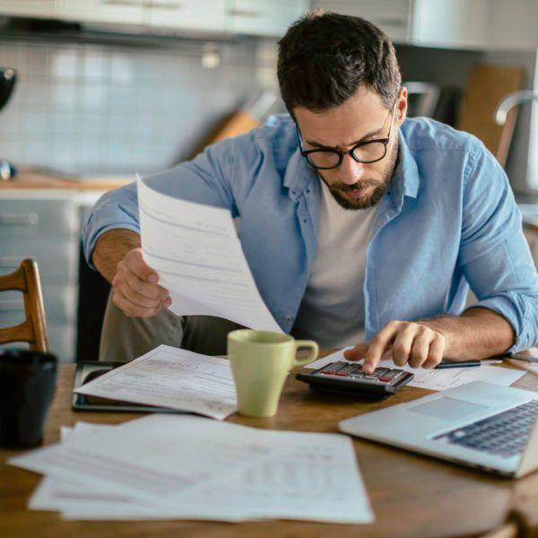 Cómo ahorrar en casa en septiembre revisando facturas y servicios contratados
