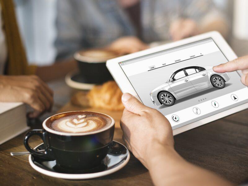 Contratar el seguro de coche online con el móbil y los nuevos canales de contratación